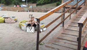 ХОЛИВУД: Мария Бакалова пафка на плажа в Бургас (УНИКАЛНО ВИДЕО)